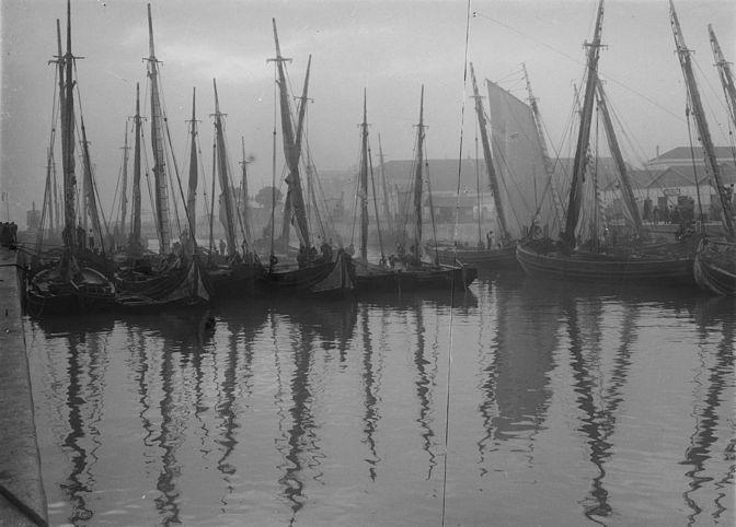 Fragatas sur le Tage en 1912 Cais de Alfândega