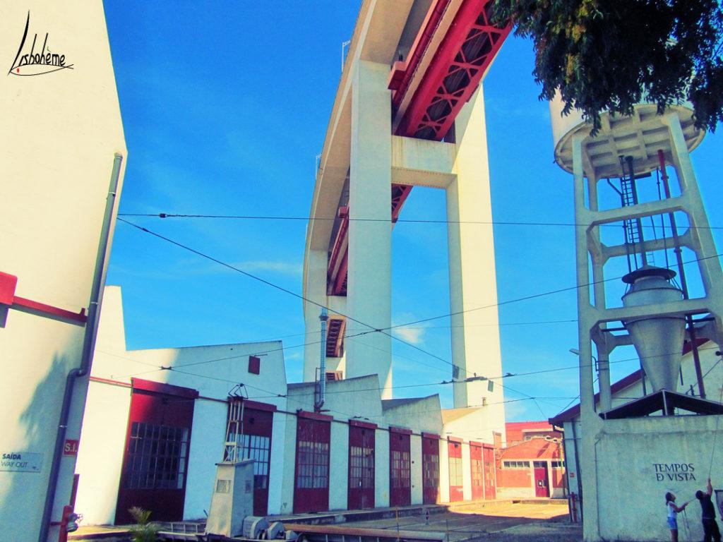 Station Carris sous le pont 25 avril
