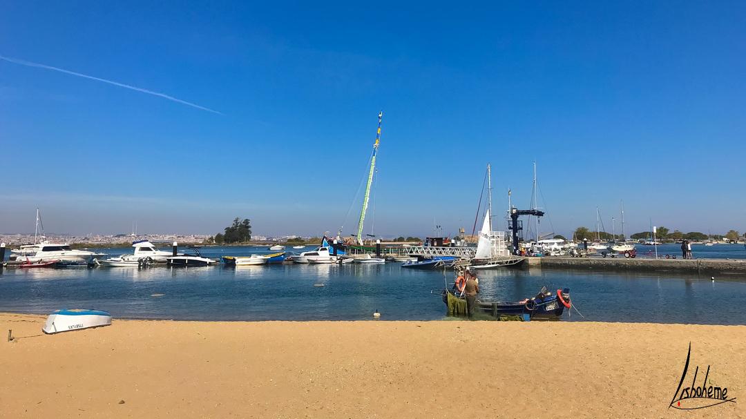 Pêcheurs sur la plage de Seixal