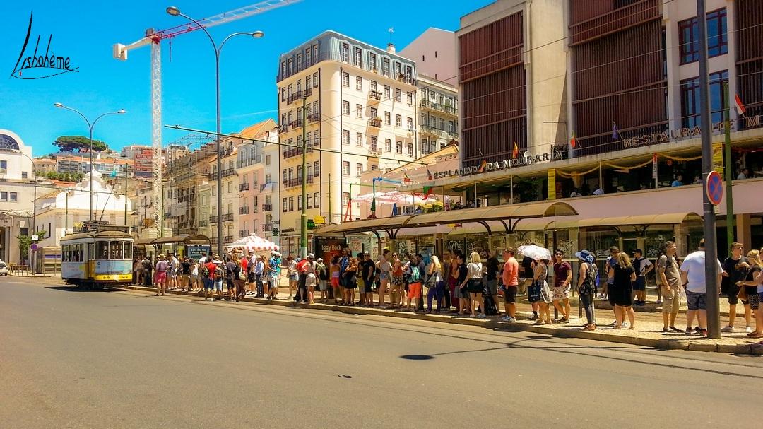 Fille d'attente tramway, Lisbonne, Portugal